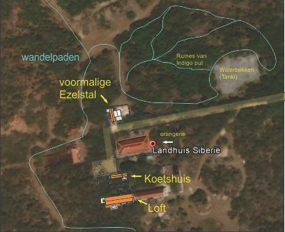 La ubicación del apartamento (ex burro estable) en medio de los frondosos alrededores.