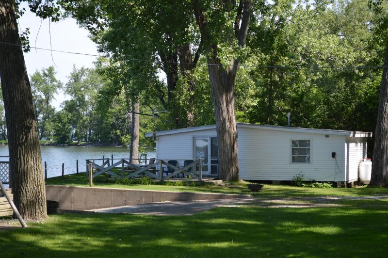 cottonwood cove cottage 2 on lake champlain has parking and wi fi rh tripadvisor com