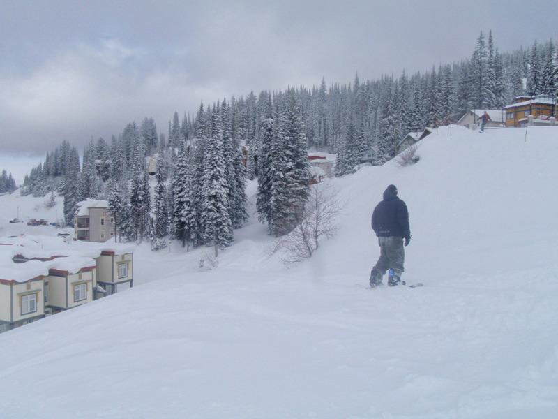 Ski/Board/Walk/Bike right along path behind the townhome