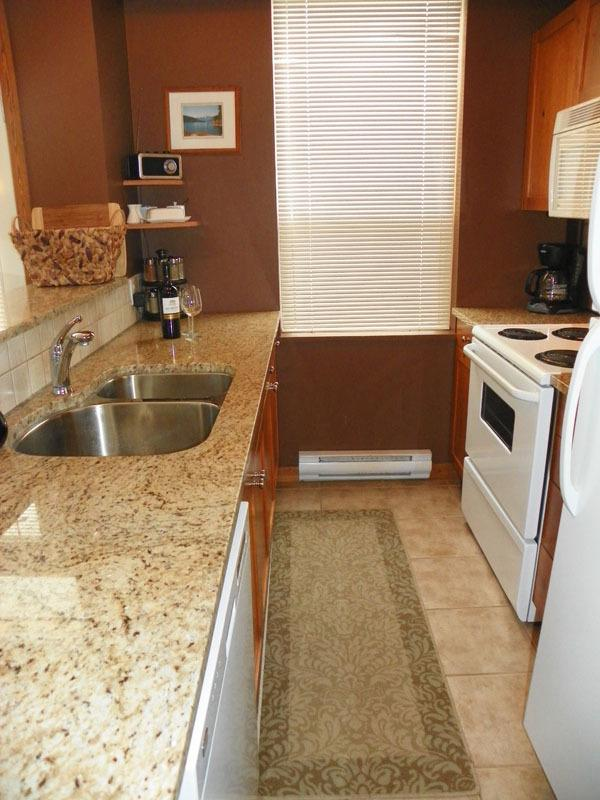 Fully equipped kitchen - open to dining/living room