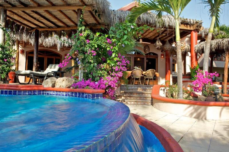 Beach front Mexican villa, location de vacances à Platanitos