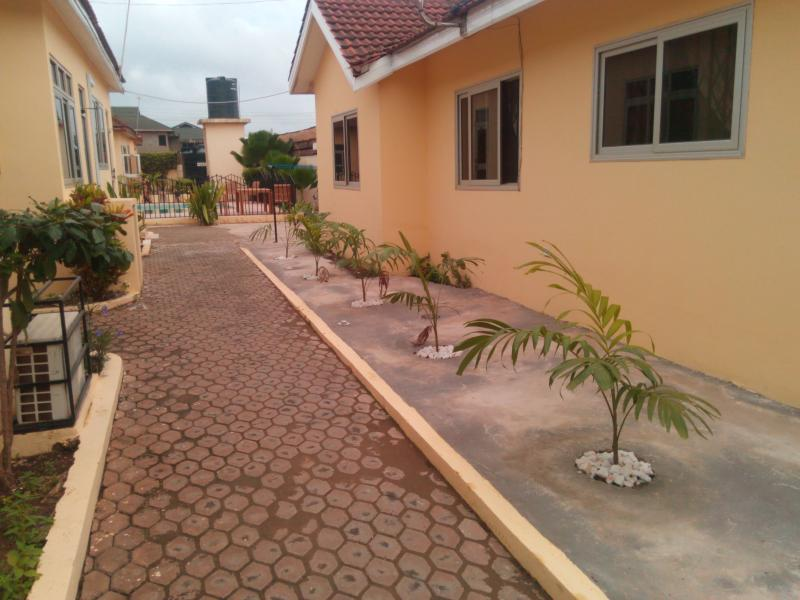 Accra Serviced Villas - side walk to Pool