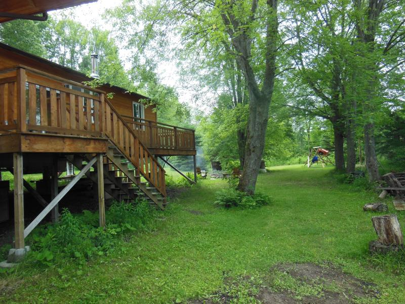 New Waterfront 2-bedroom Cottage in Kawartha, vacation rental in Bobcaygeon