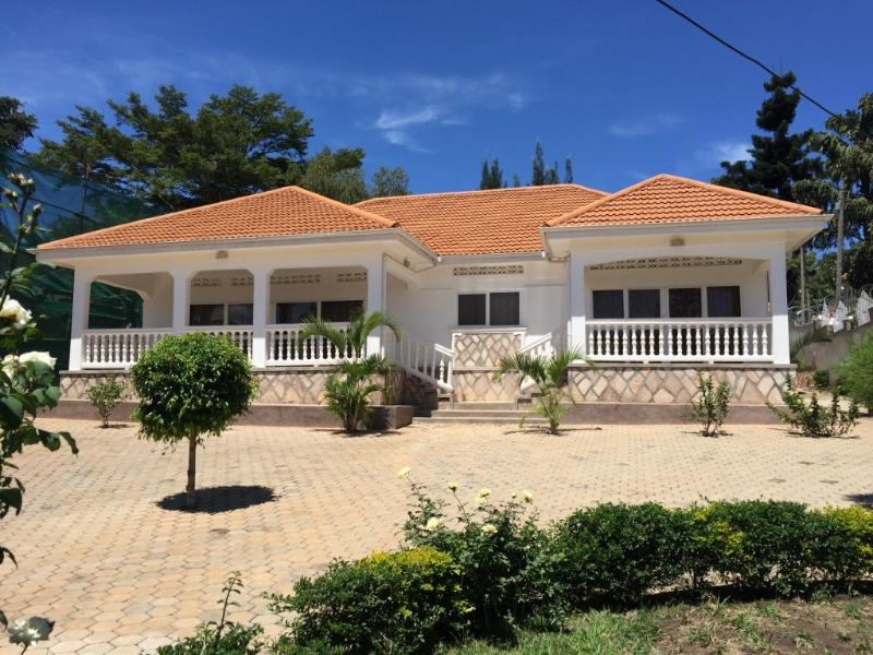 Furnished 2-Bedroom Rental in Muyenga, holiday rental in Kampala