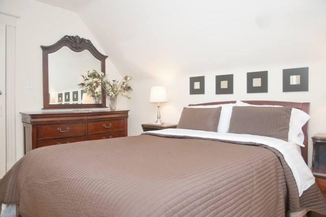 bedroom queen hinsdale house rental | Large 2 bedroom sleeps 5 with a 22ft x 10 ft balc UPDATED ...