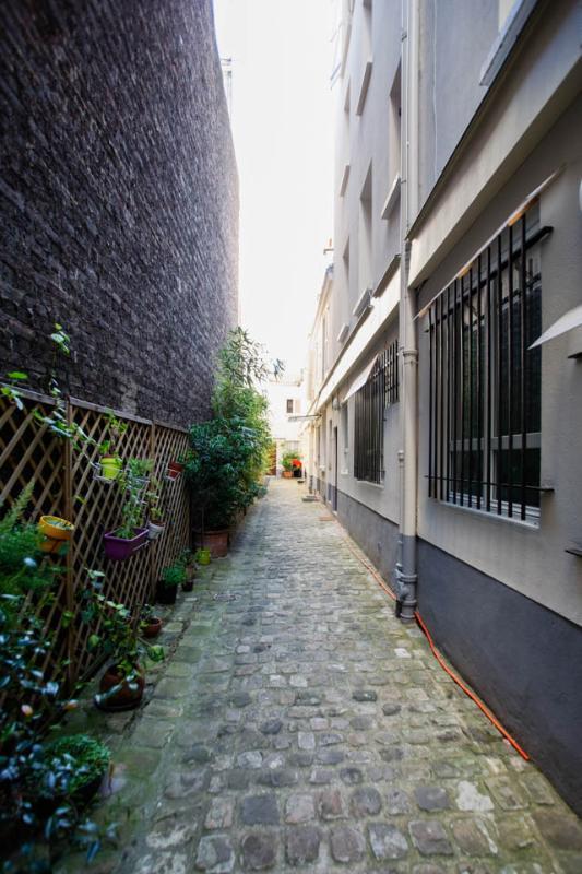 la cour 'view of the cour'