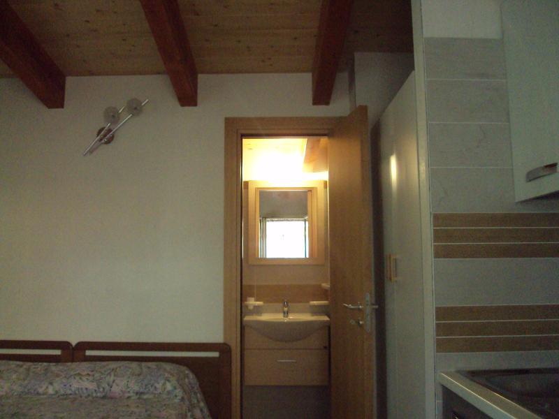 MONOLOCALE CON TETTO IN LEGNO, vacation rental in Province of Foggia