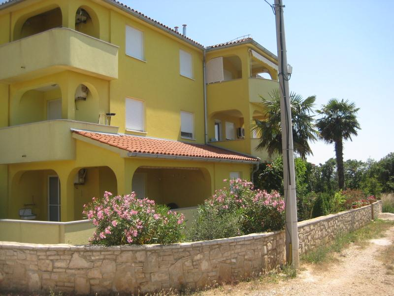 Apartment for 6, holiday rental in Liznjan