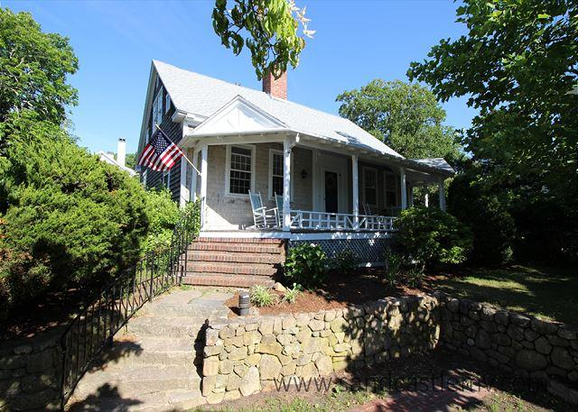 Charming In-Town Home with Central Air Conditioning, holiday rental in Vineyard Haven