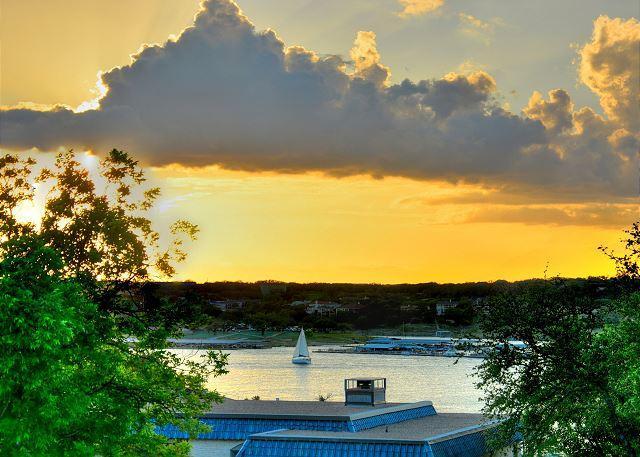 Lake House w/ Water Views & Huge Deck, location de vacances à Lakeway