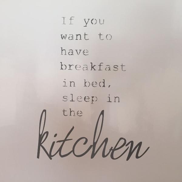 Se você quer tomar café da manhã na cama, durma na cozinha