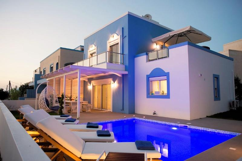 Seabreeze villa Kos beachfront with swimming pool, location de vacances à Kos Town
