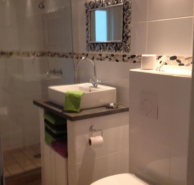 Banheiro com água quente no chuveiro