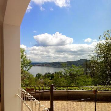 Appartamento su 2 livelli con balcone, location de vacances à Oleggio Castello