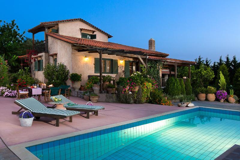 Villa Elli - Traditional Villa with Superb Garden, location de vacances à Prines