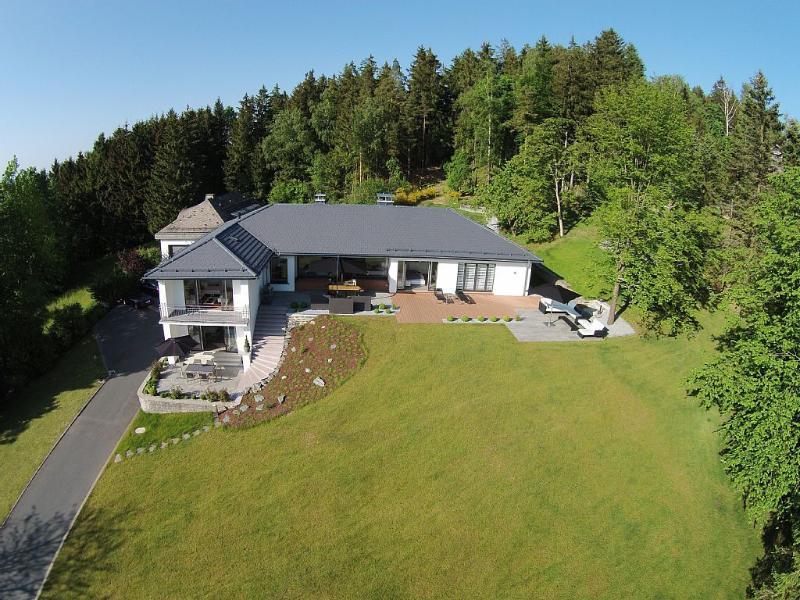 View & Garden Villa Schauenstein, vacation rental in Oberkotzau