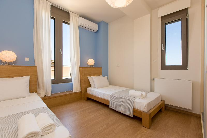 Bedroom on the first floor with balcony overlooking the city