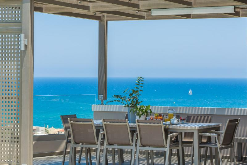 Enjoy your dinners with the best panoramic sea view!