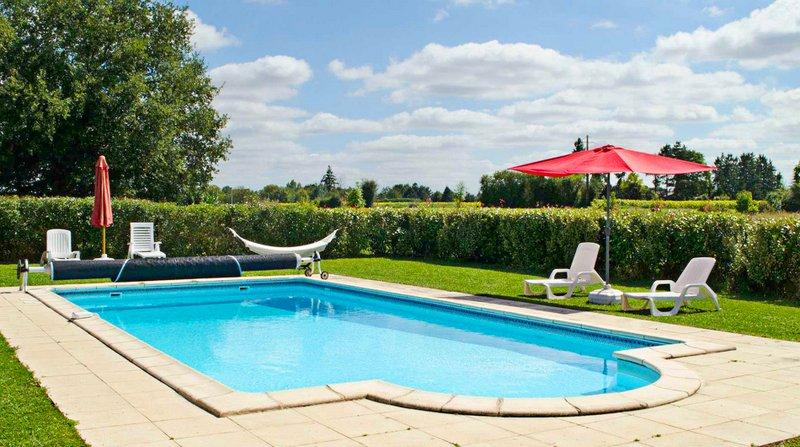 Beautiful house with shared pool, holiday rental in Vaux