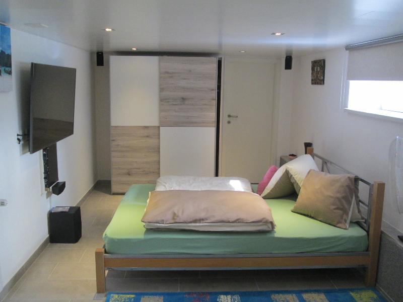 1.5 Bed Room Studio, HD-TV55' &5.1 Home Cinema, aluguéis de temporada em São Galo (cantão)
