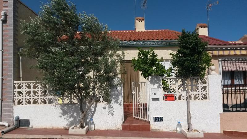 Casa-Bungalow Amueblado, holiday rental in Catral