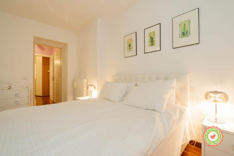 ALBIROLI APARTMENT Charming and quiet city centre, location de vacances à Bologne