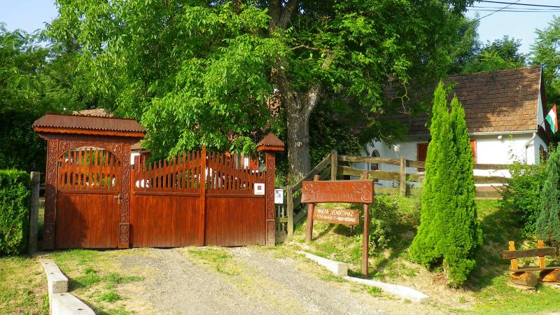 Ein Ferienhaus,wo man der Seele baumeln lassen kann,am ende der Welt., casa vacanza a Transdanubio Occidentale