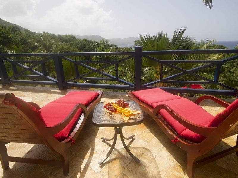 Relajarse con un aperitivo o un refresco y disfrutar de la vista