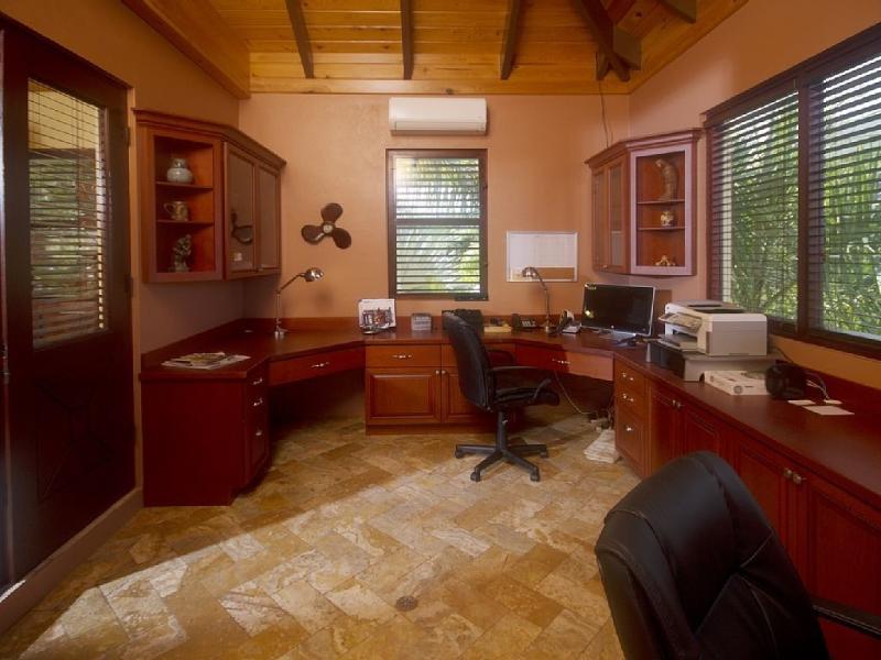 Oficina con PC, impresora y fax y Wi-Fi