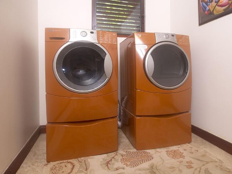 Lavadora y secadora para su uso