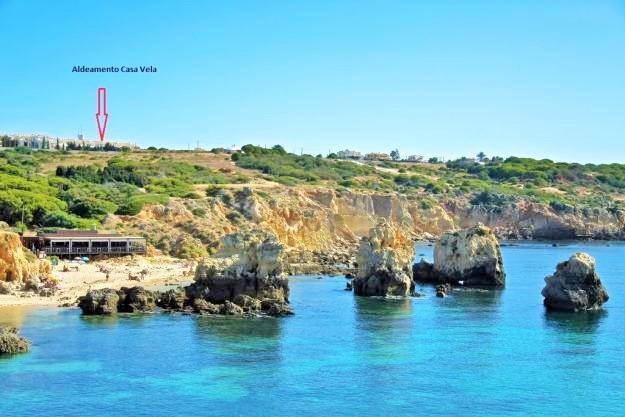 Praia dos Arrifes e Aldeamento Casa Vela