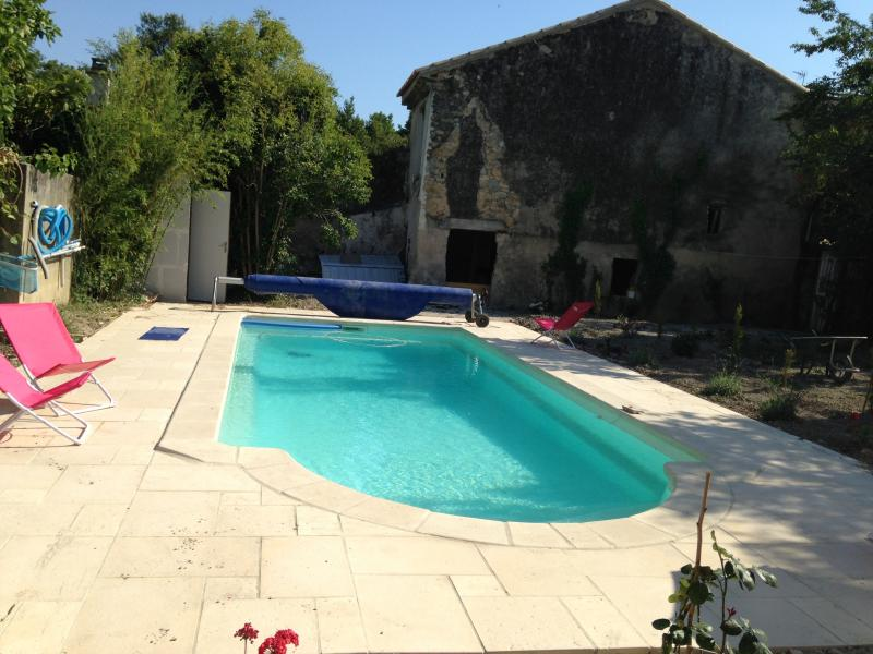 Heated pool house and 500 m from the ancient theater, close trade, restaurants, railway station,