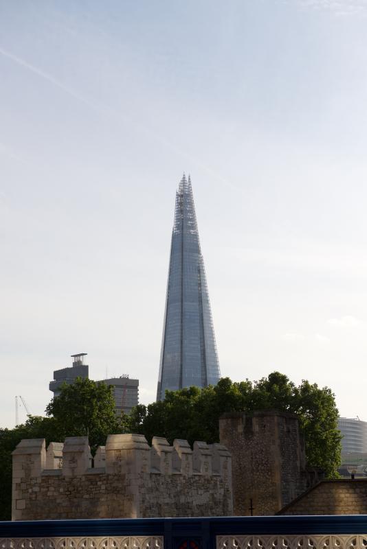El fragmento - justo arriba de la pasarela de río en el puente de Londres