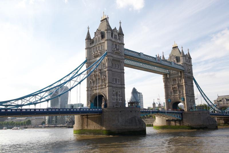 El maravillosamente simbólico puente de torre