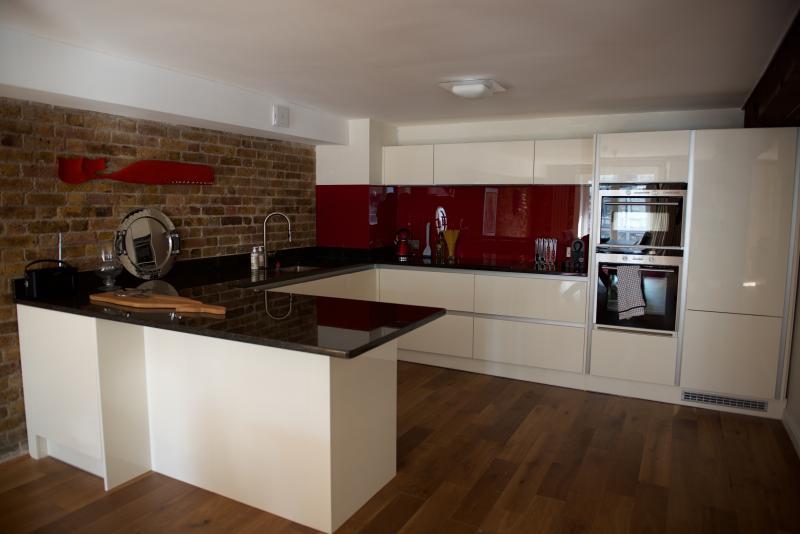 Grande, muy elegante, bien equipada cocina, hermoso acabado - todos mod-contras