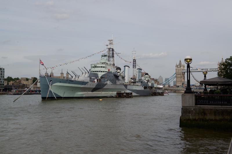 HMS Belfast - sólo hasta el río hacia el puente de Londres - unos 10 minutos a pie