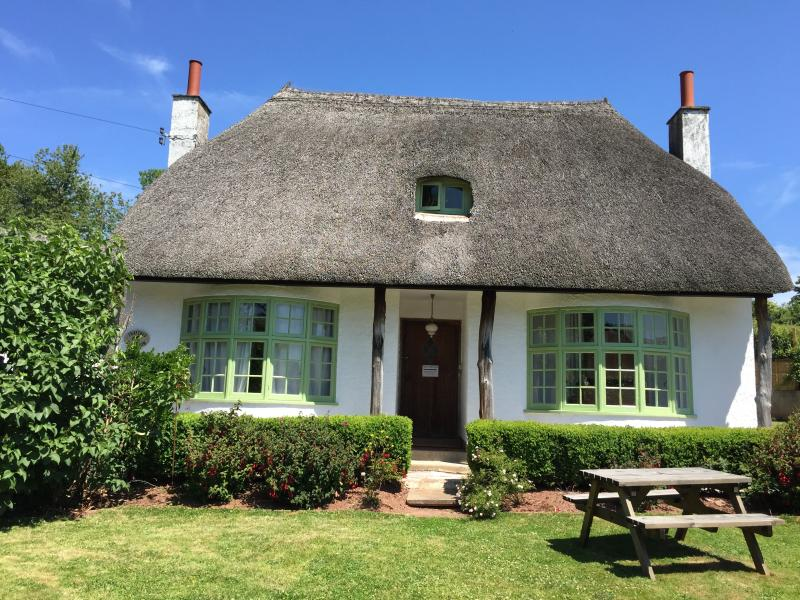 Come and stay in Penny Farthings, the first floor apartment of this picture perfect cottage