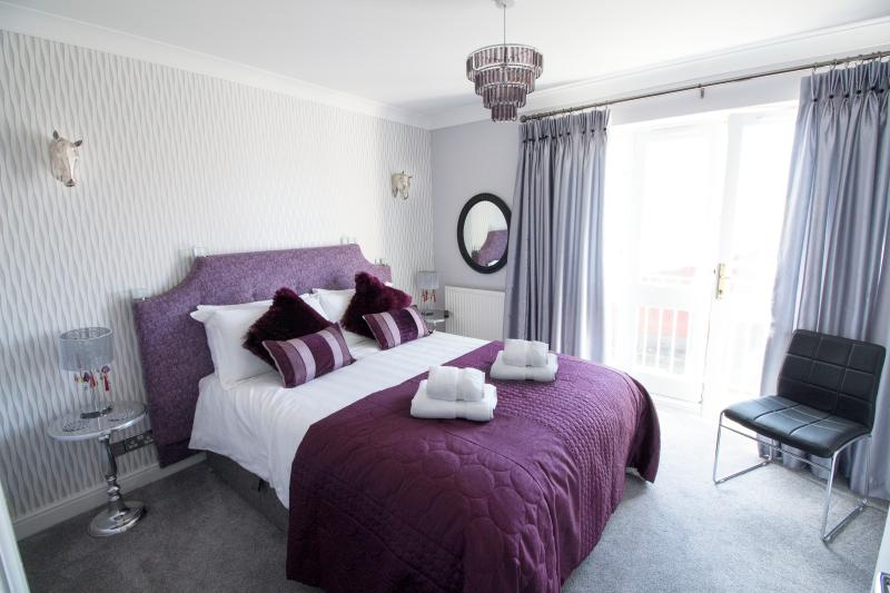 Master ensuite bedroom overlooking the canal at Waters Edge Chester
