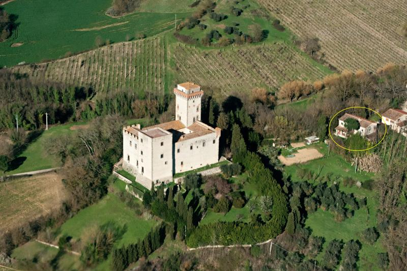 The Torre del Castellano fortress, the farmhouse in inside the circle on the right
