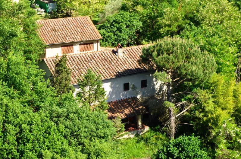 The farmhouse seen from the tower of Torre del Castellano