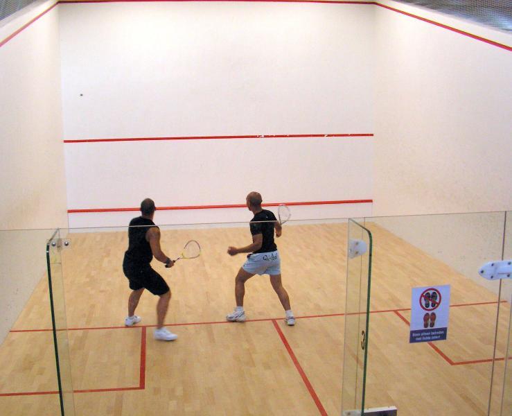 courts de squash w / d'utilisation de l'équipement libre
