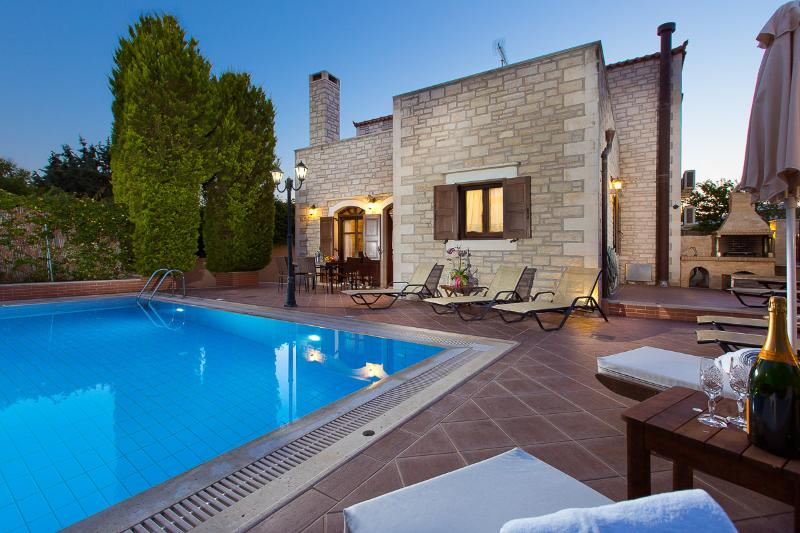 Villa Elia-Family villa with private pool, holiday rental in Rethymnon