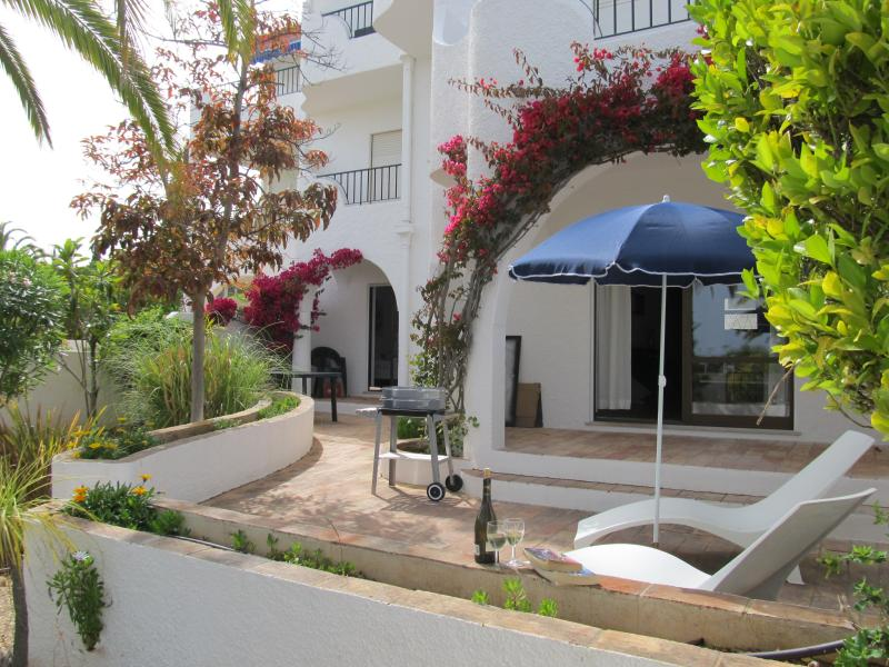 GARDEN LUZ HOUSE, holiday rental in Espiche