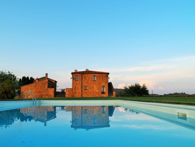 Bona Dea Farmhouse - Organic Farm & Spa in a World Heritage Park of Tuscany