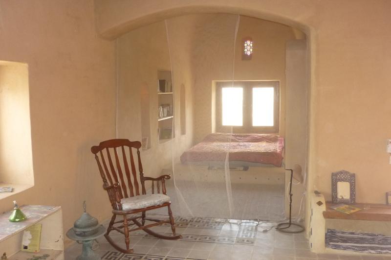 Chambre avec vue sur le lac, le désert et la campagne. Avec moustiquaire fixe.