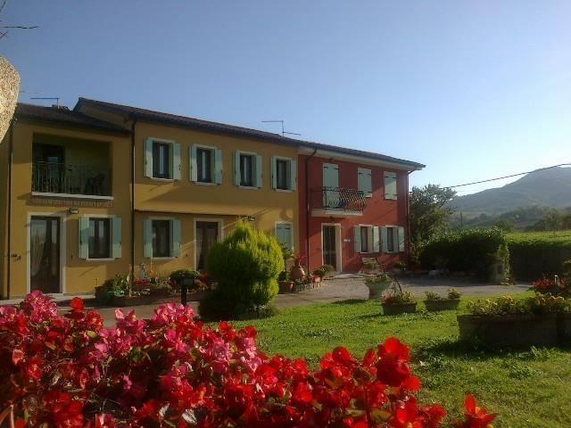 Casa immersa in un parco giardino di 5000 mq LOCAZIONE TURISTICA, vakantiewoning in Vo