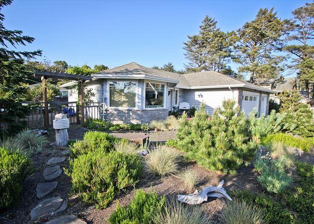 TRULY A TREASURE~MCA 524~Spectacular home with amazing outdoor living space., vacation rental in Manzanita