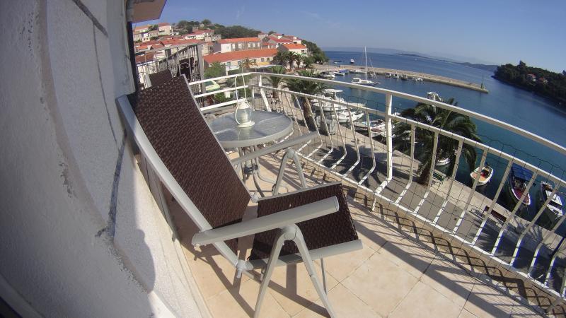 balcony left