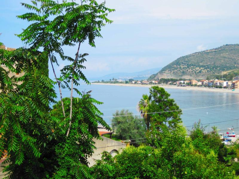 Vista dal terrazzo il mare è a 2 minuti a piedi