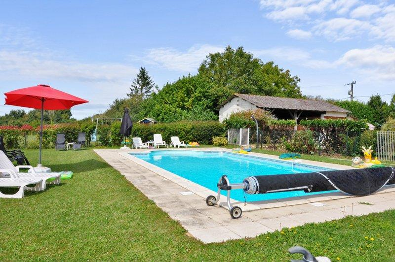 Nice house with shared pool & Wifi, holiday rental in Vaux